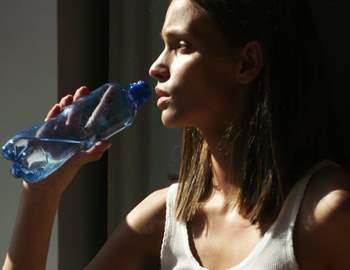 девушкам нужно немного меньше воды