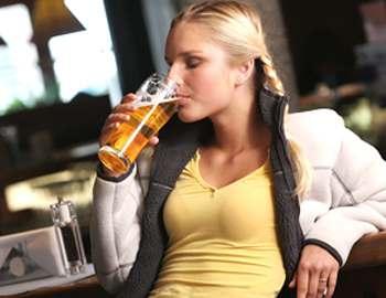 девушкам нельзя пить пиво