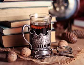 стакан чая очки и оерхи