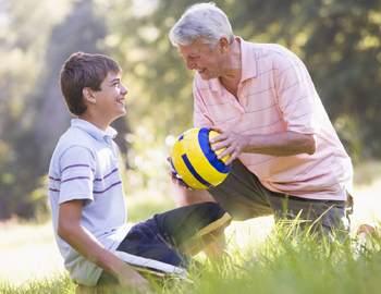 дедушка со внуком