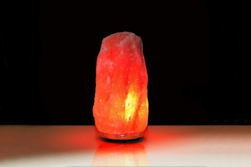 свечение гималайской соляной лампы