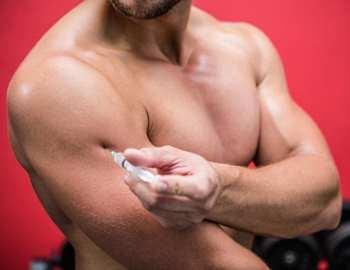парень колит стероиды