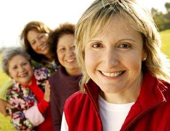 веселые пожилые женщины