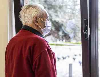 коронавирус мужчина в доме